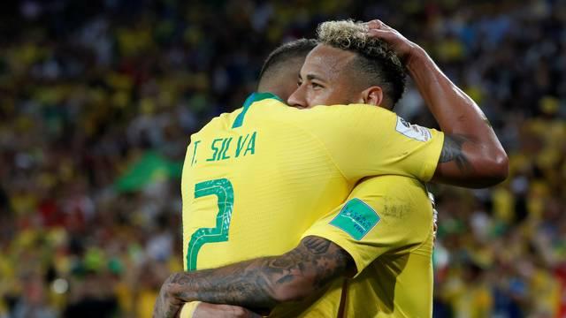 VÍDEO: Brasil vence a Sérvia por 2 a 0 e pega México nas oitavas