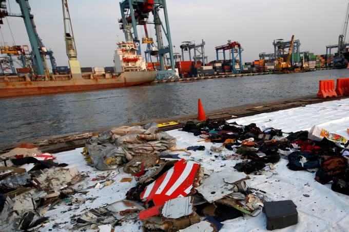 Avião com 189 ocupantes cai no mar na Indonésia