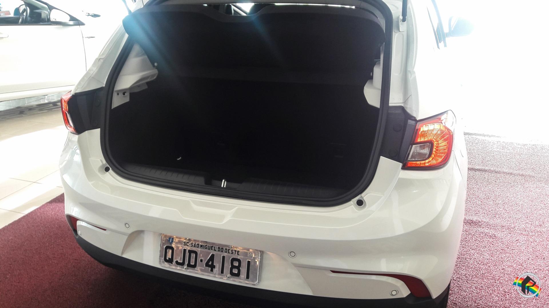 Diretor da Peperi entrega novo carro para equipe de reportagem