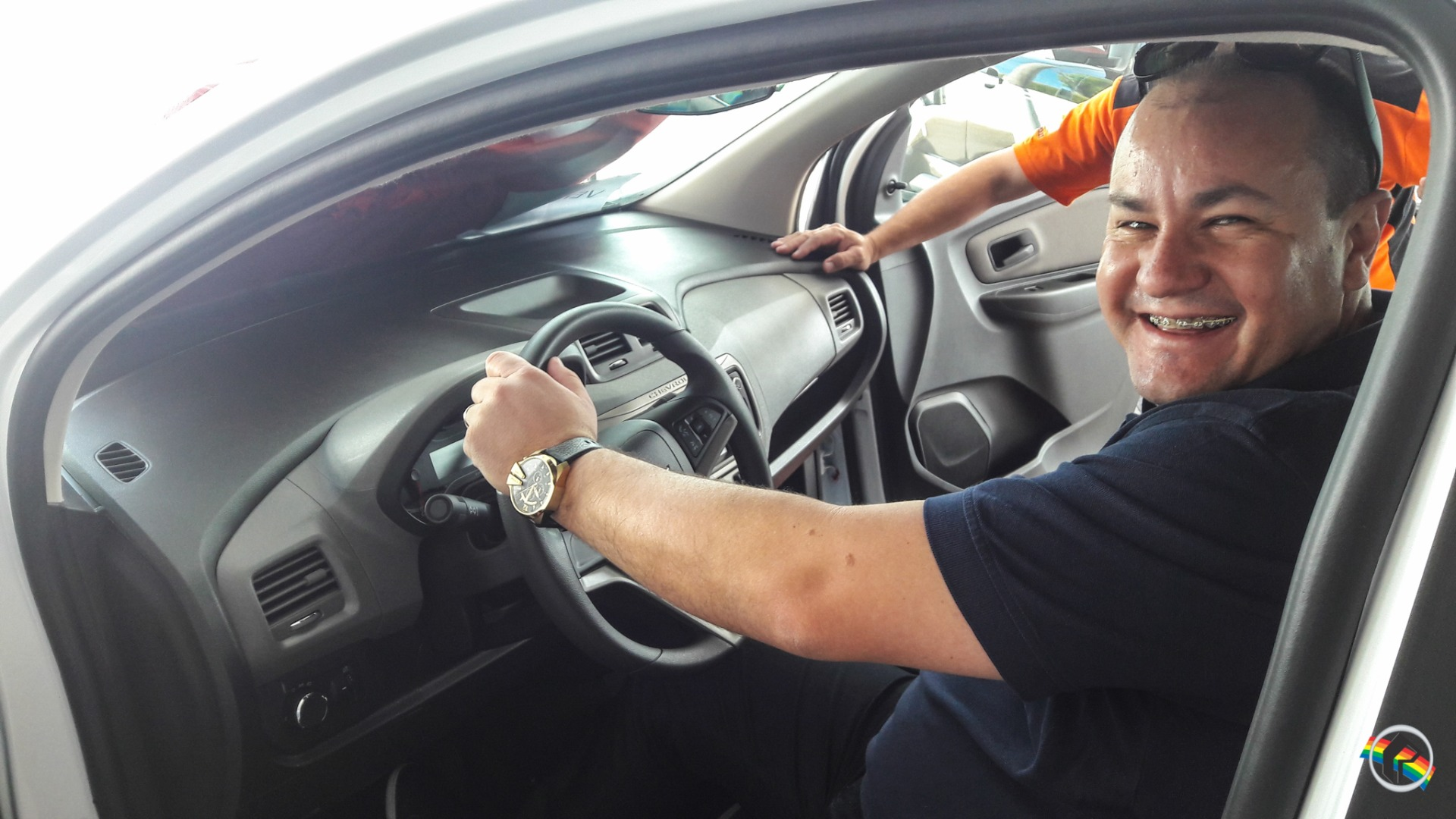 Equipe de Esportes da Peperi recebe veículo novo para transmissões
