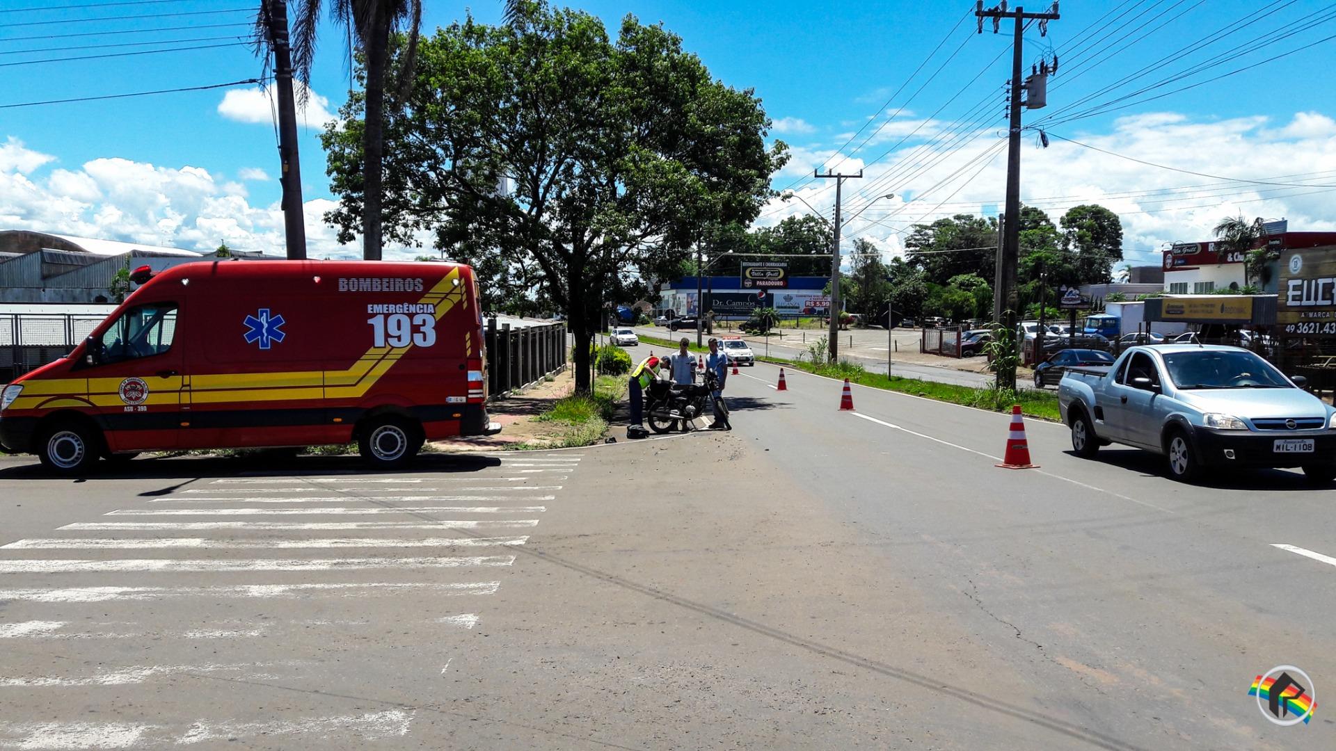 Colisão traseira deixa motoqueiro ferido na Willy Barth
