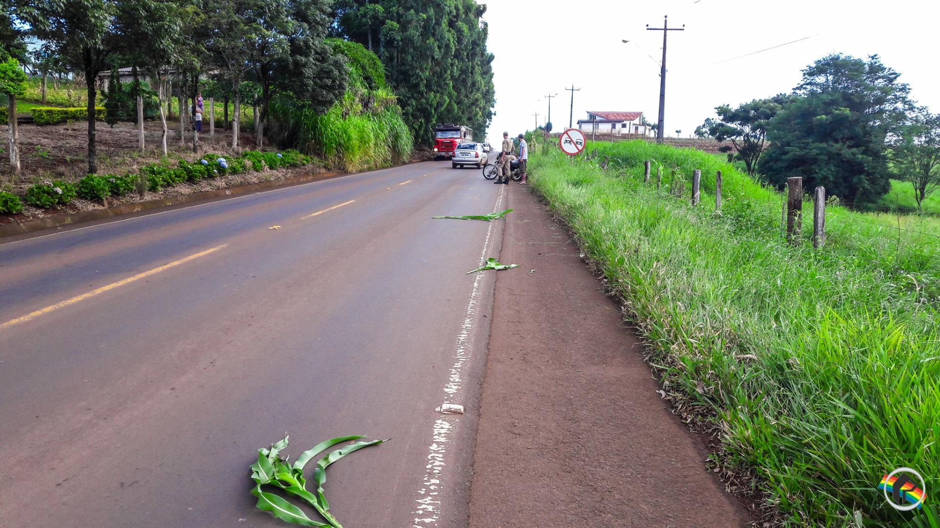 Jovem fica ferido em queda de moto na Linha Cruzinhas