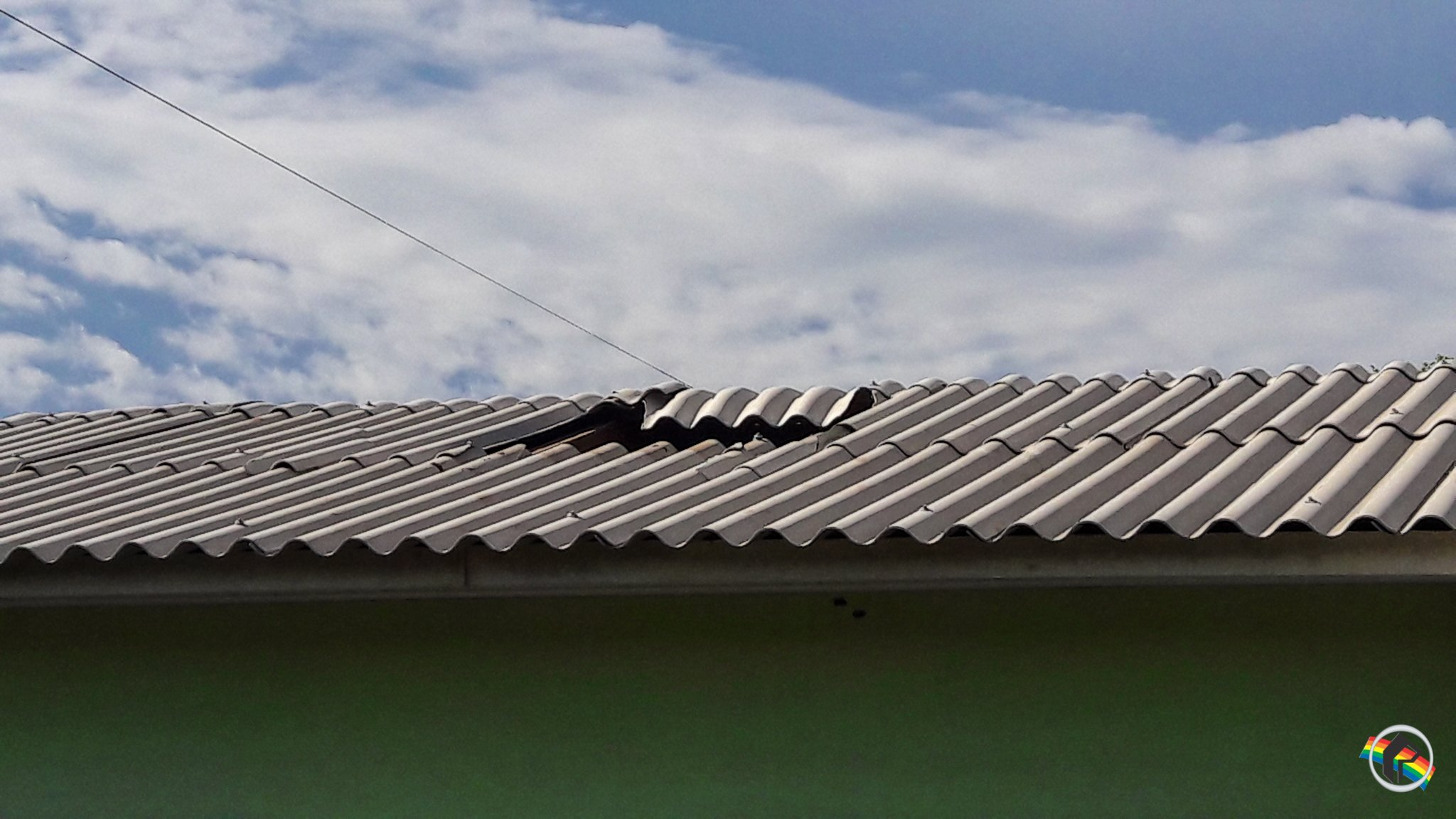 Idoso fica ferido ao cair de telhado em São Miguel do Oeste