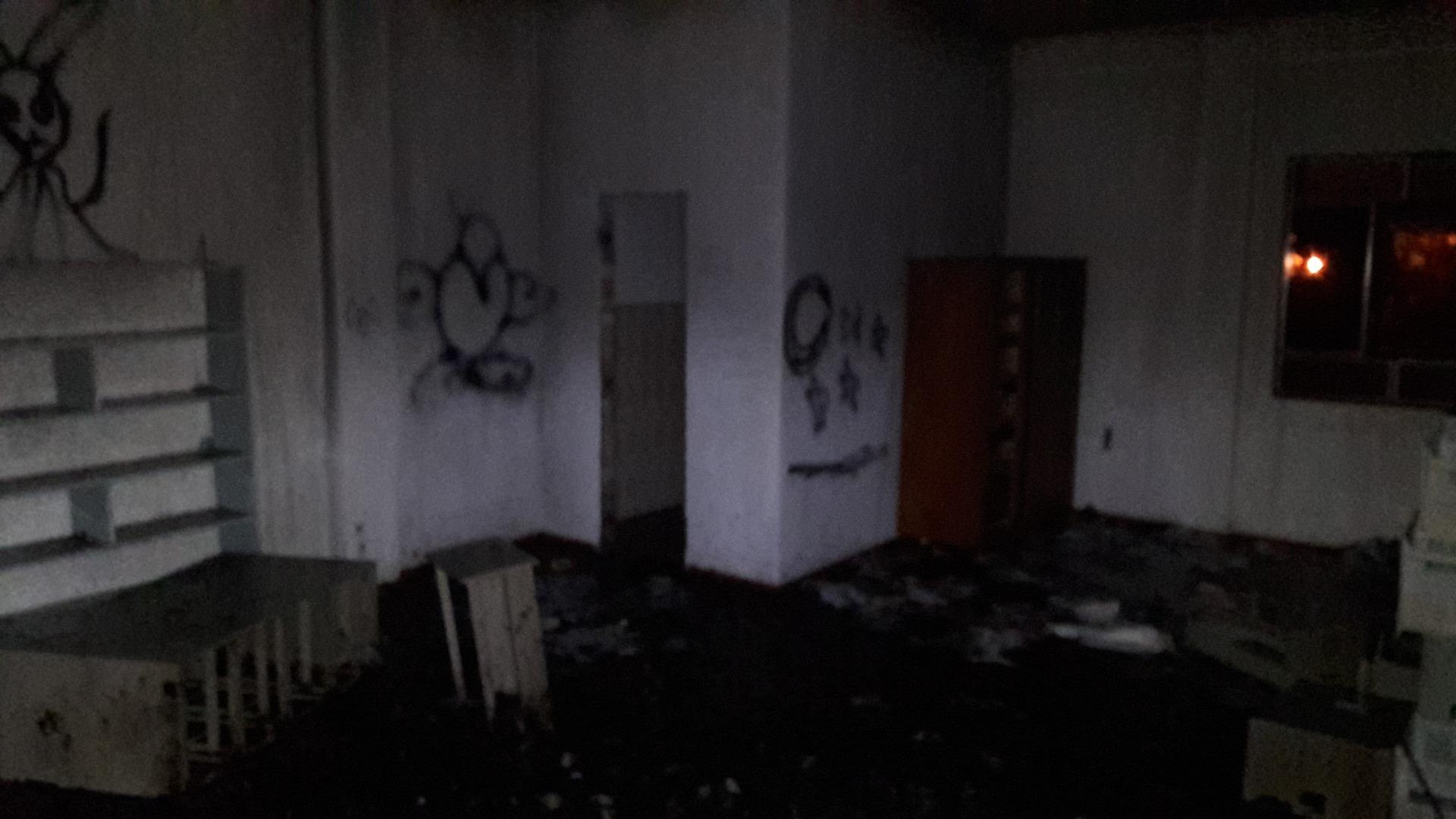 Incêndio em hospital desativado mobiliza bombeiros