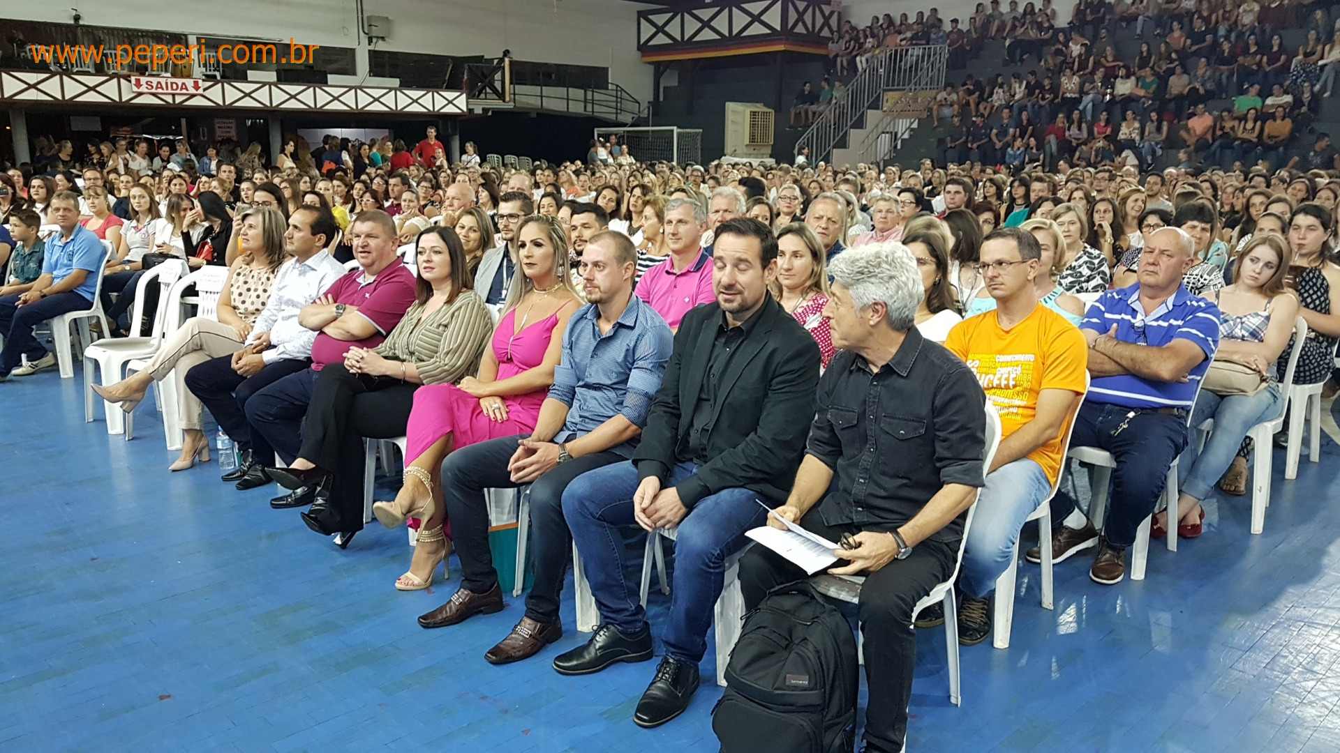 Mais de 1500 pessoas participam de palestra com Caco Barcellos