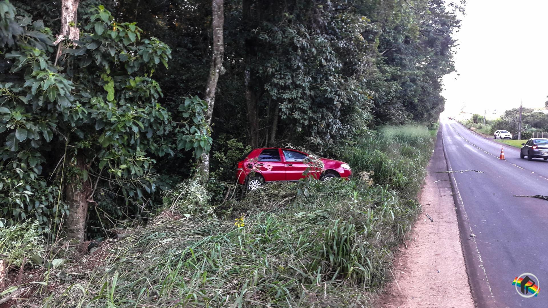 VÍDEO: Motorista foge depois de capotar carro em Descanso