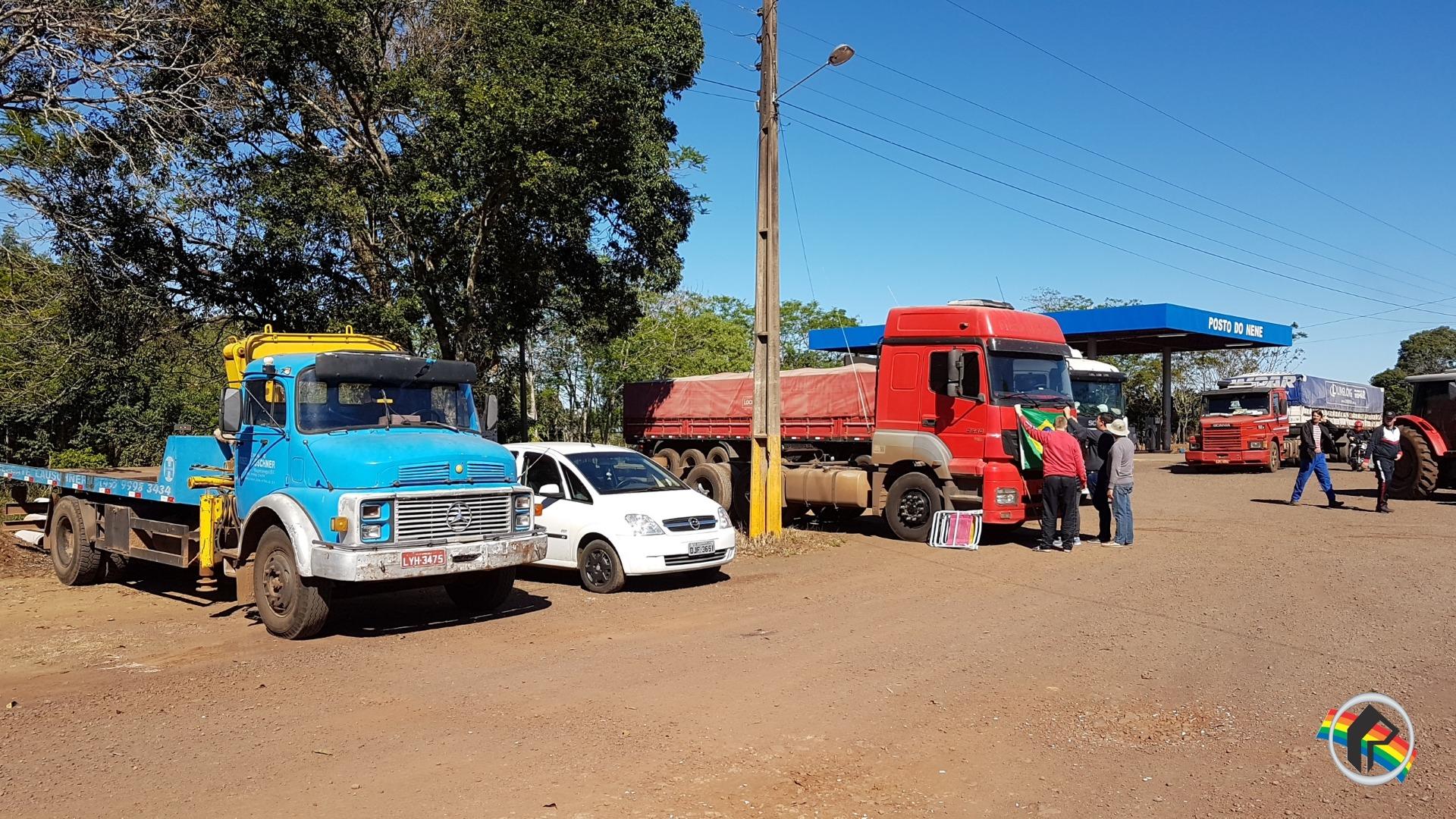 Caminhoneiros realizam protesto na SC 163 em Itapiranga