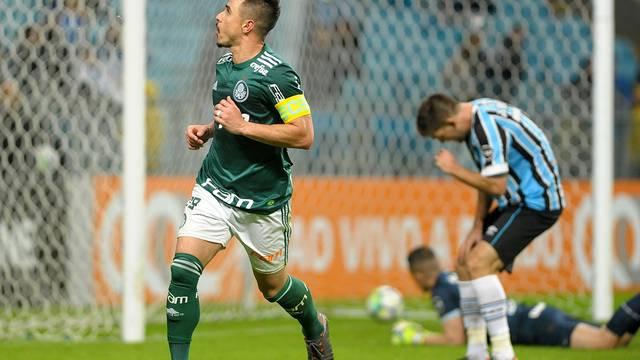 VÍDEO: Jogando em casa, Grêmio perde para o Palmeiras e cai na tabela