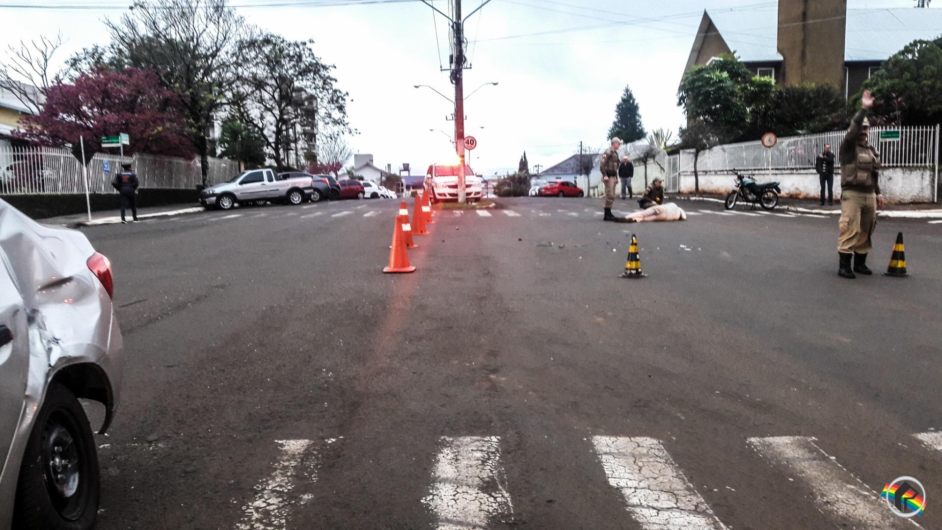 VÍDEO: Colisão deixa motociclista ferido no centro do município