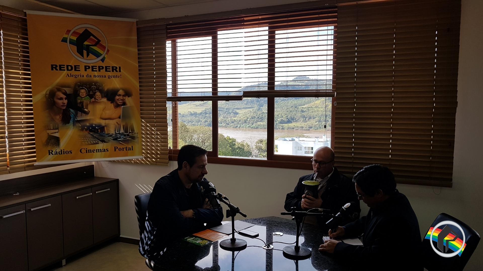 Reitor da Uceff visita novas instalações da Rádio Itapiranga