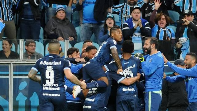 VÍDEO: Com reservas, Grêmio atropela o Vitória na Arena