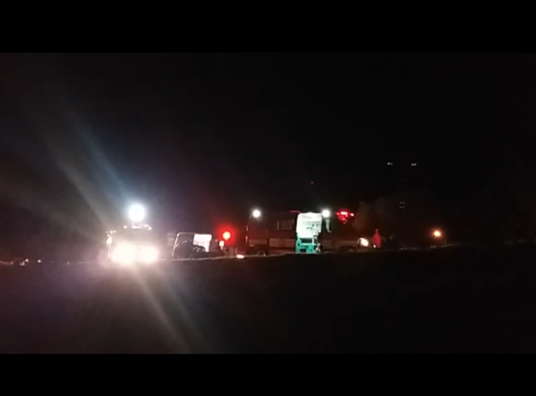 VÍDEO: Colisão entre Caminhão Caçamba e carro deixa dois feridos na BR-282