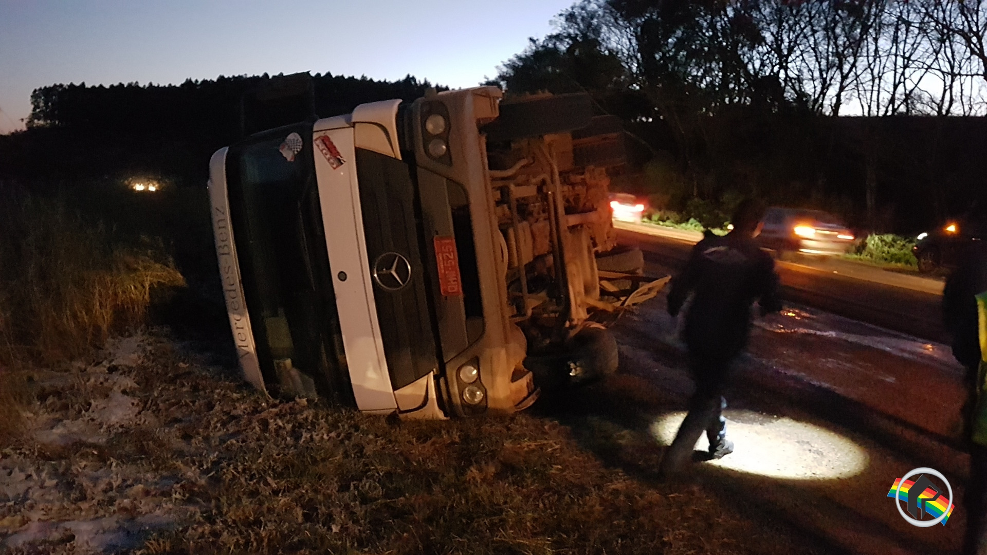 Caminhão tomba na BR 163