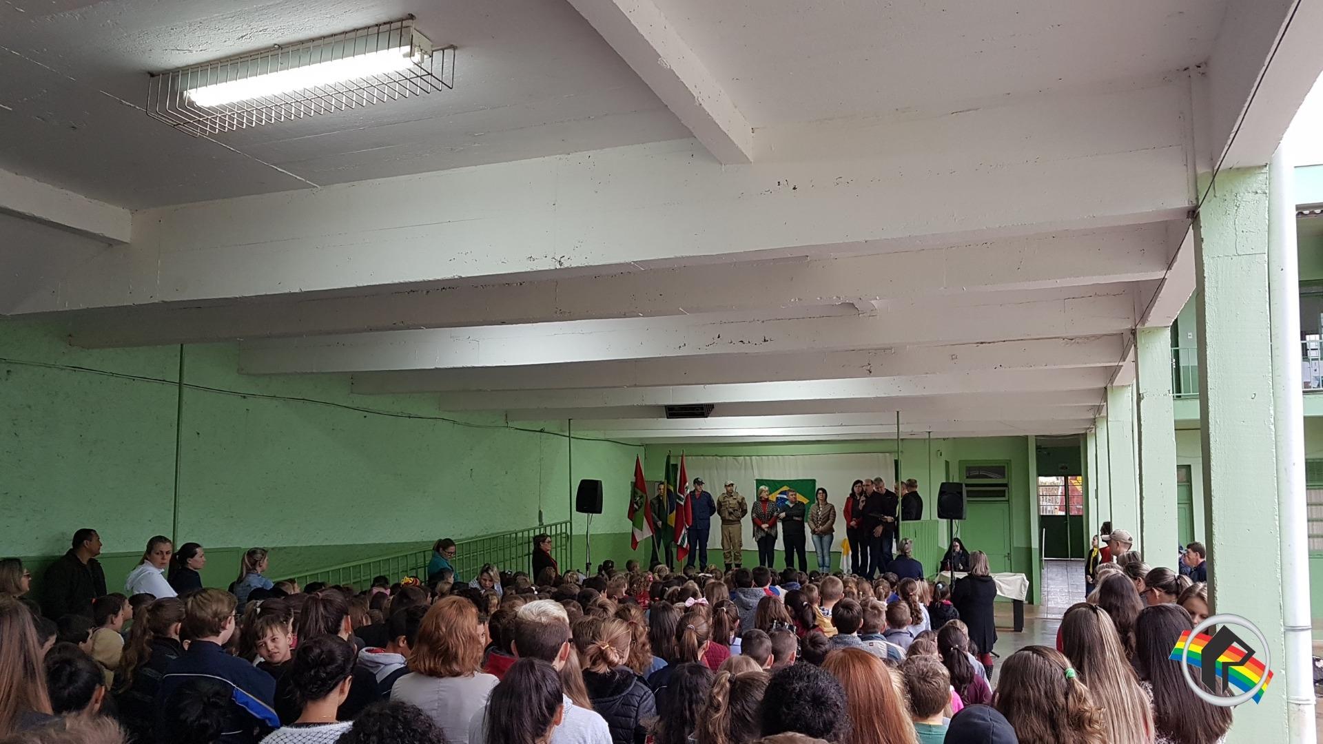 Abertura da Semana da Pátria ocorre na escola Funei