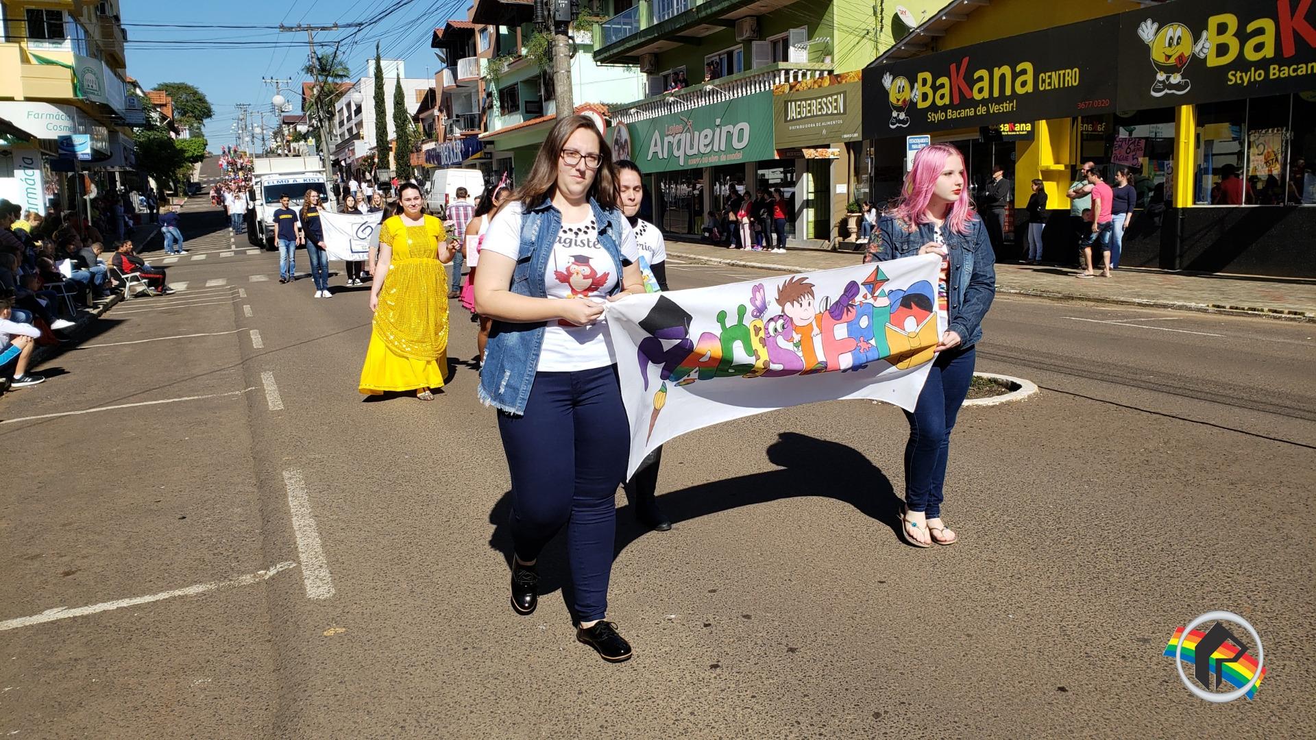 Desfile de Sete de Setembro movimenta a manhã de sexta-feira