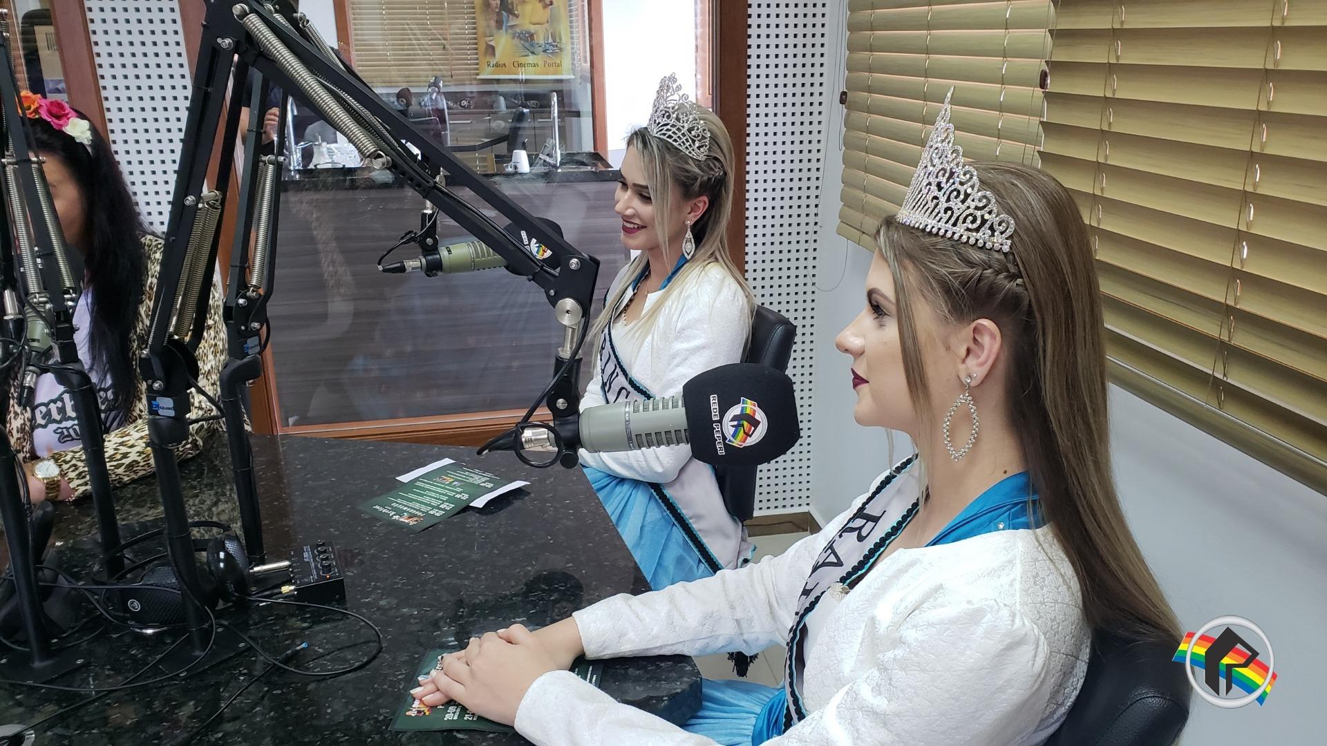 Soberanas da Kerbfest visitam Rádio Itapiranga
