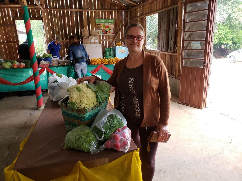Há 14 anos, Associação dos Hortifrutigranjeiros mantém feira semanal de produtos em Iporã do Oeste