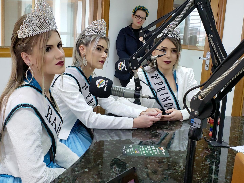 Soberanas da Kerbfest visitam Rádio Oeste