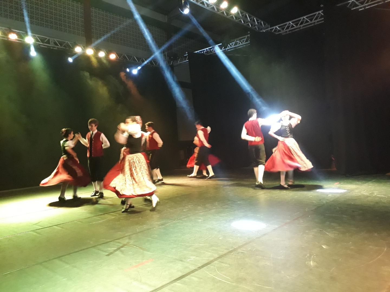 VÍDEO: Dança Catarina reúne mais de mil pessoas em São Miguel do Oeste