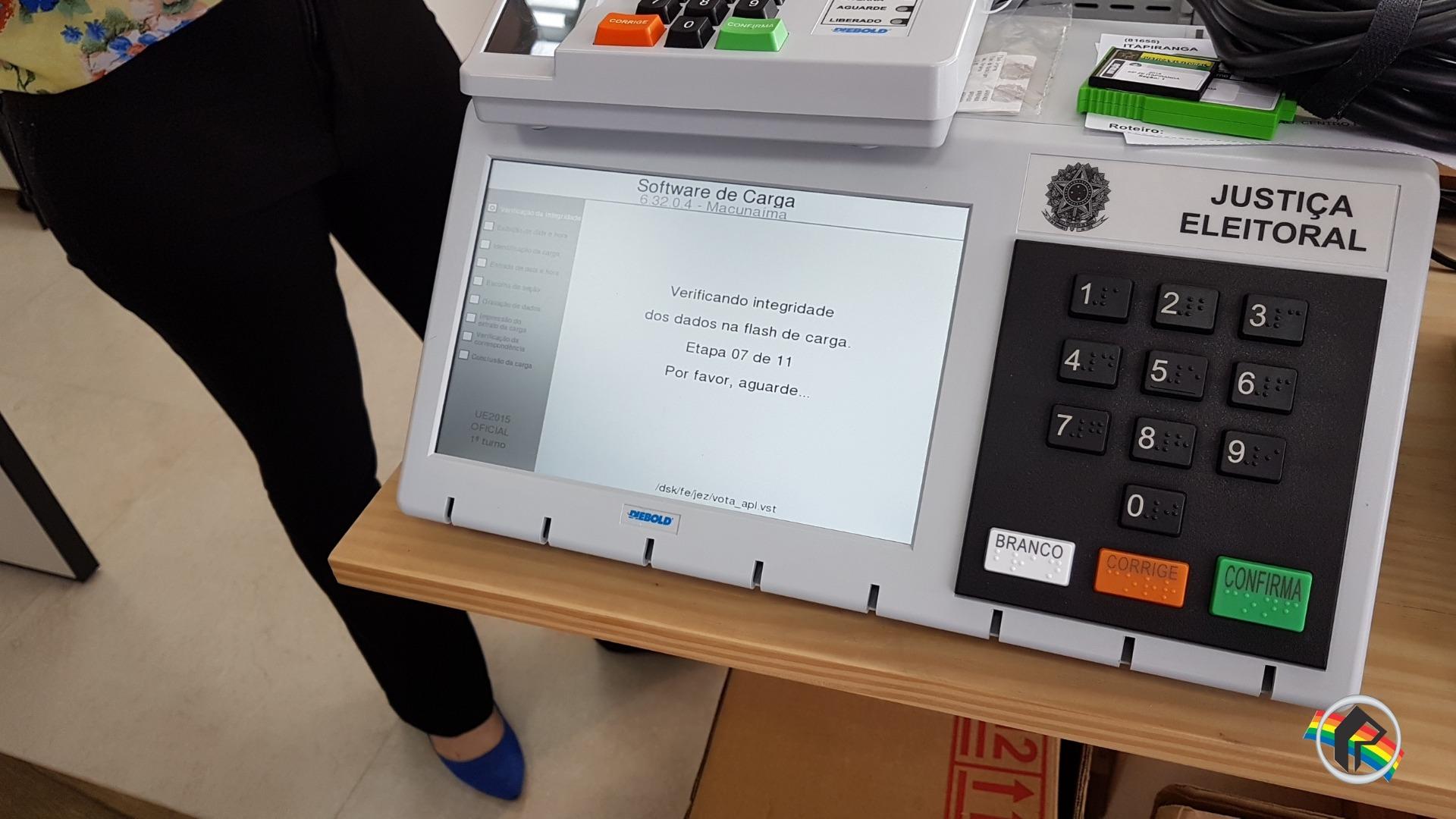 Justiça eleitoral realiza programação de urnas no Cartório de Itapiranga