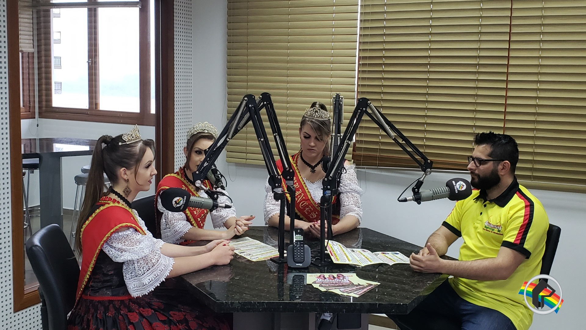 Soberanas da Oktoberfest visitam a Rádio Itapiranga