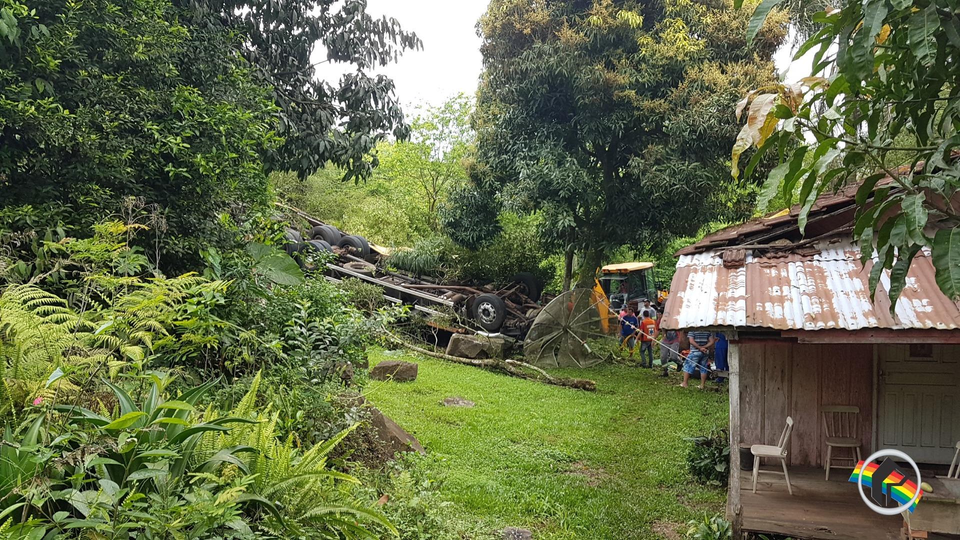Caminhoneiro morre em acidente de trânsito em Itapiranga
