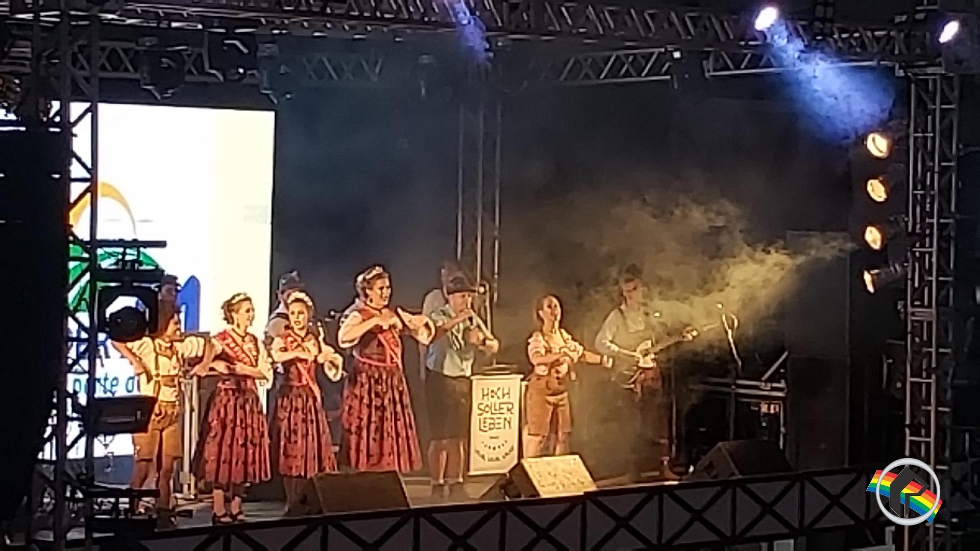 Segundo dia de Oktoberfest reúne atrações culturais