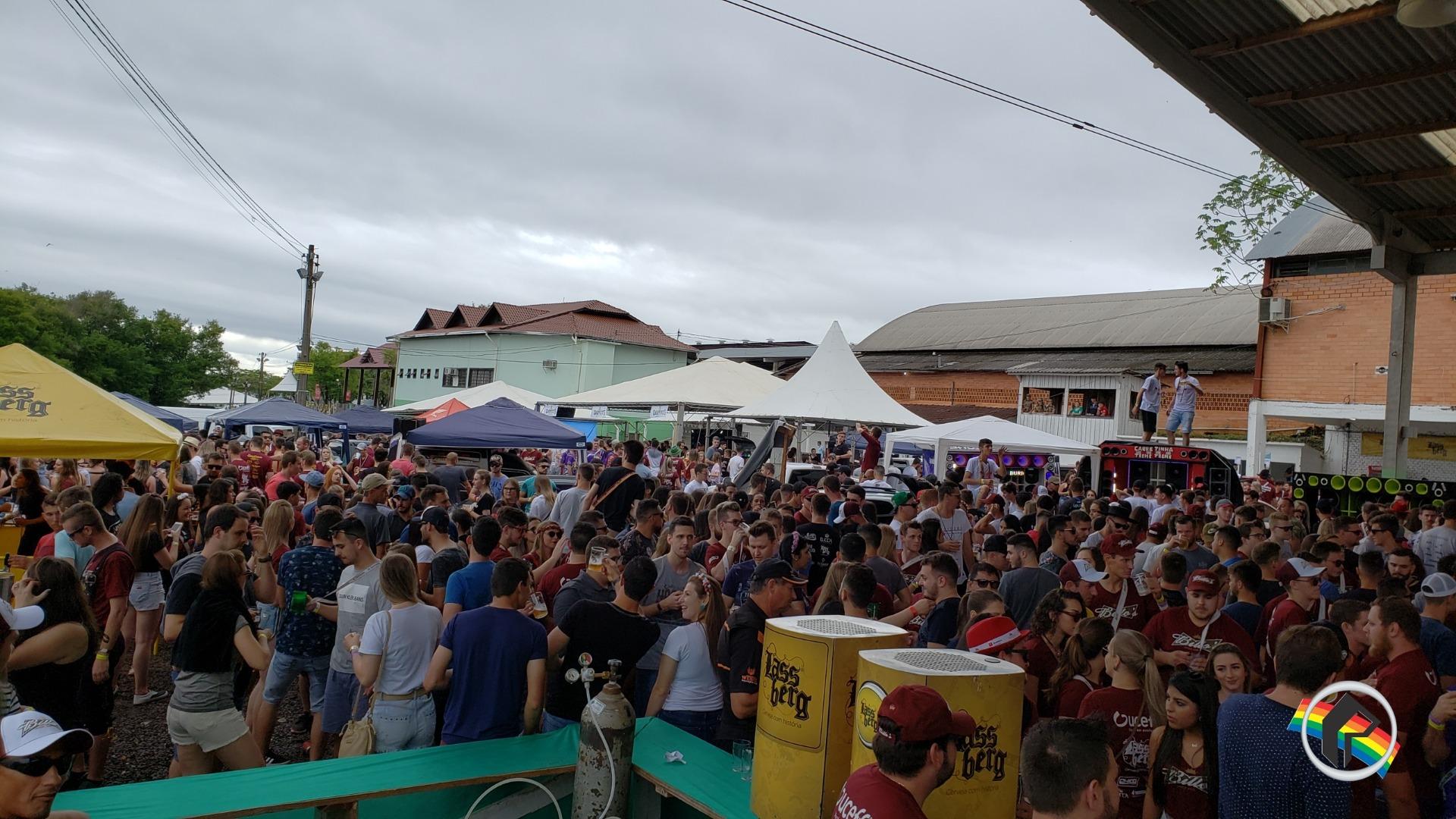 Ala Jovem da Oktoberfest recebe público de toda região