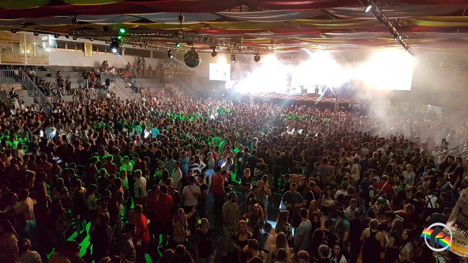 Vídeos - Oktoberfest reúne cerca de 25 mil pessoas