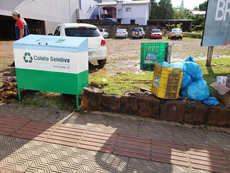 Prefeitura de Iporã do Oeste inicia implantação de novo sistema de lixeiras
