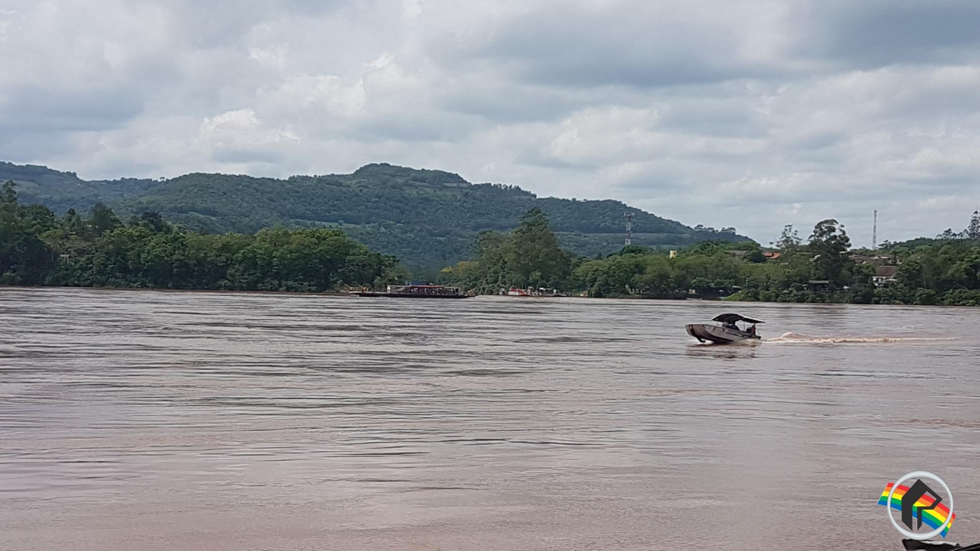 Vídeo - Nível do Rio Uruguai atinge 6,5 metros acima do normal