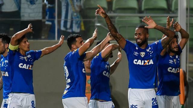 VÍDEO: Chape perde para o Cruzeiro e se afunda no Z4 do Brasileirão