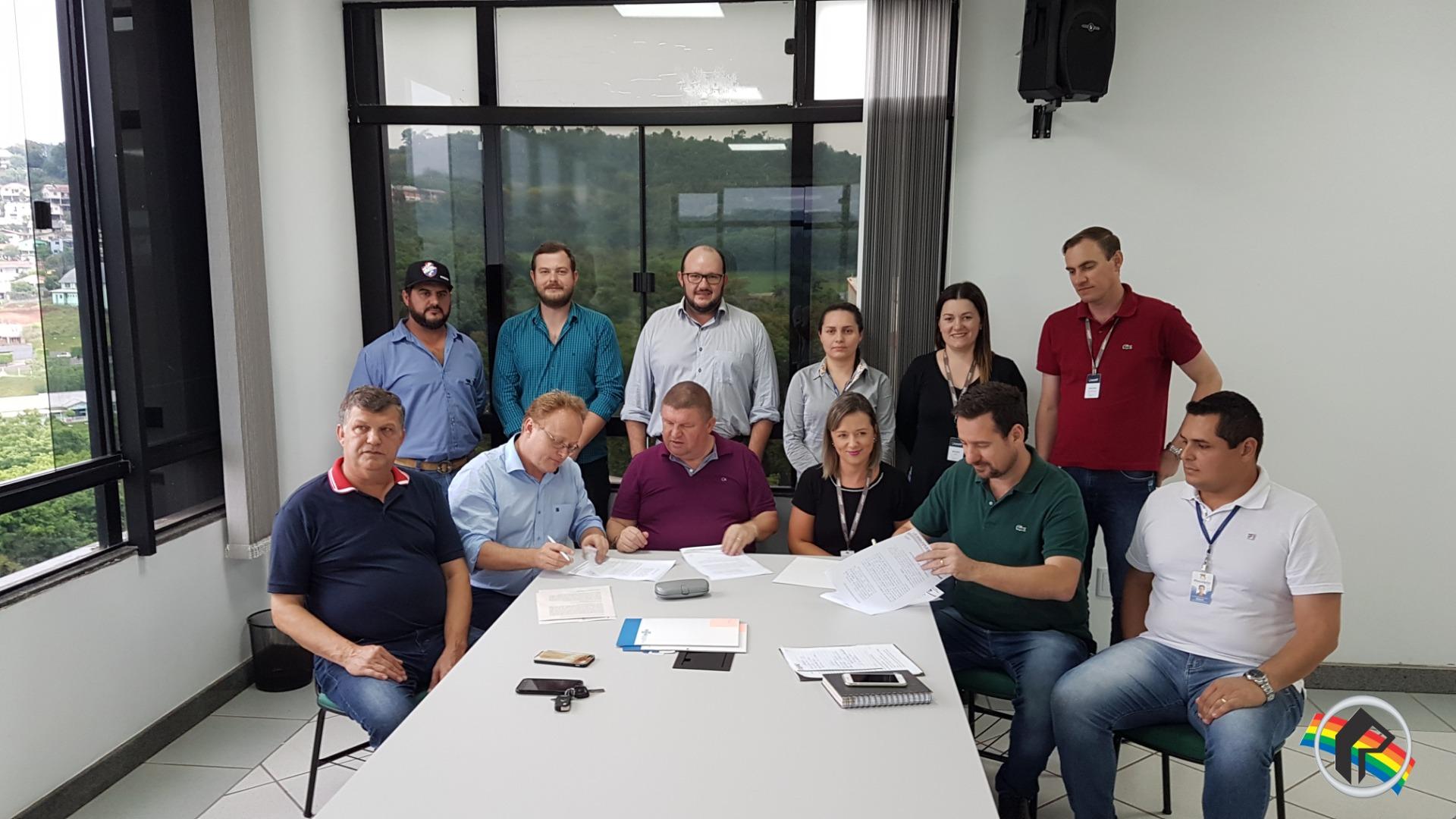 Firmada parceria para certificar propriedades produtoras de leite