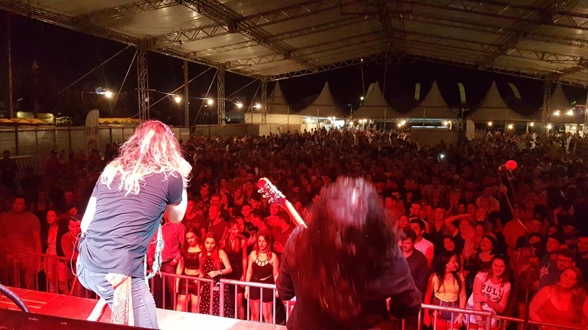 Show da Banda Barbarella supera expectativas na 4ª Expo São João