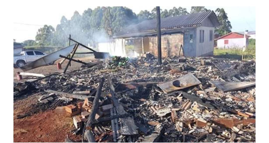 Incêndio destrói rádio comunitária Paraíso