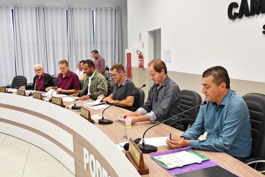 Vereadores aprovam reposição salarial de quase 4% para servidores da Câmara