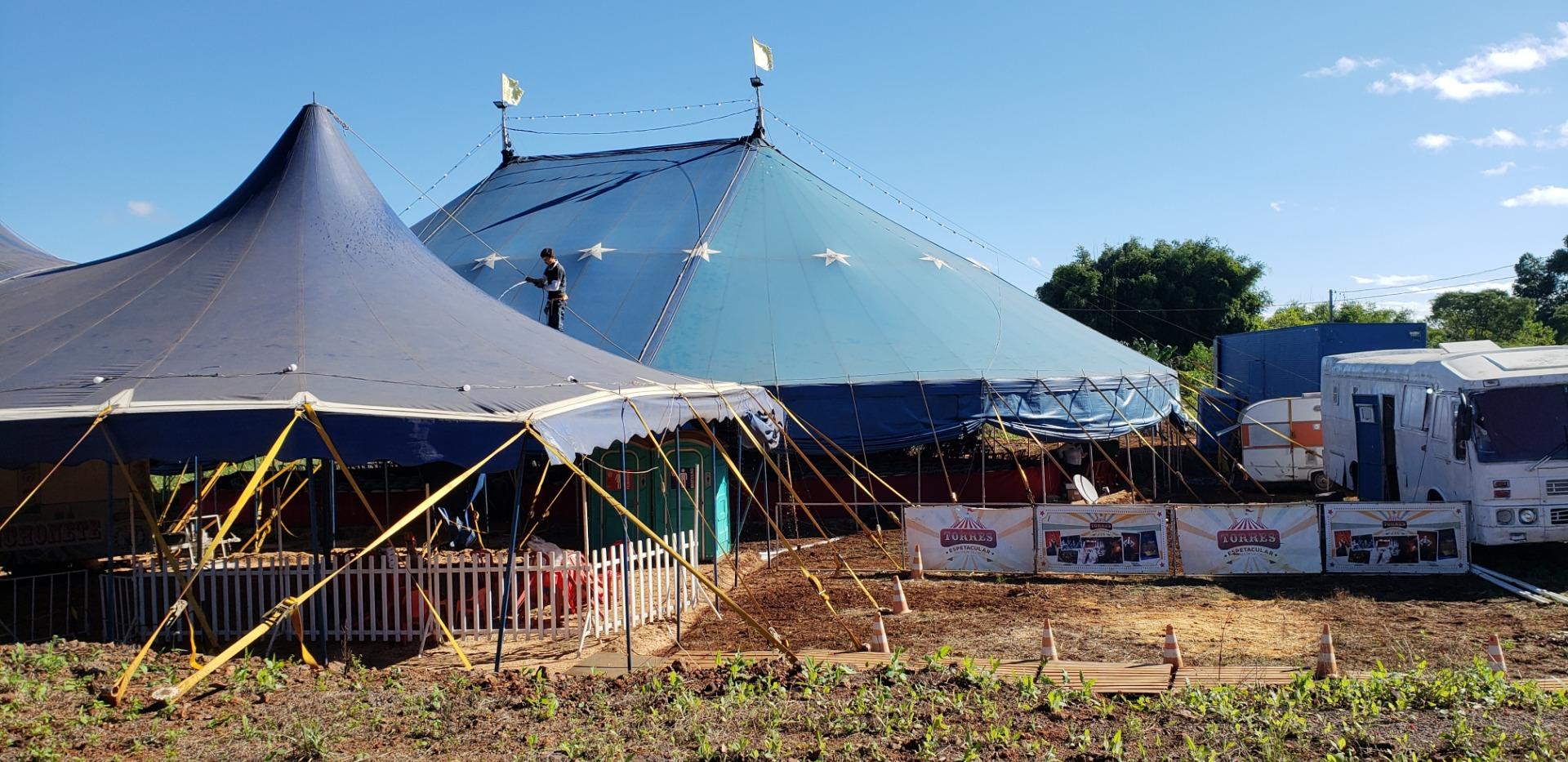 Artista circense relata como é a vida de quem trabalha no circo