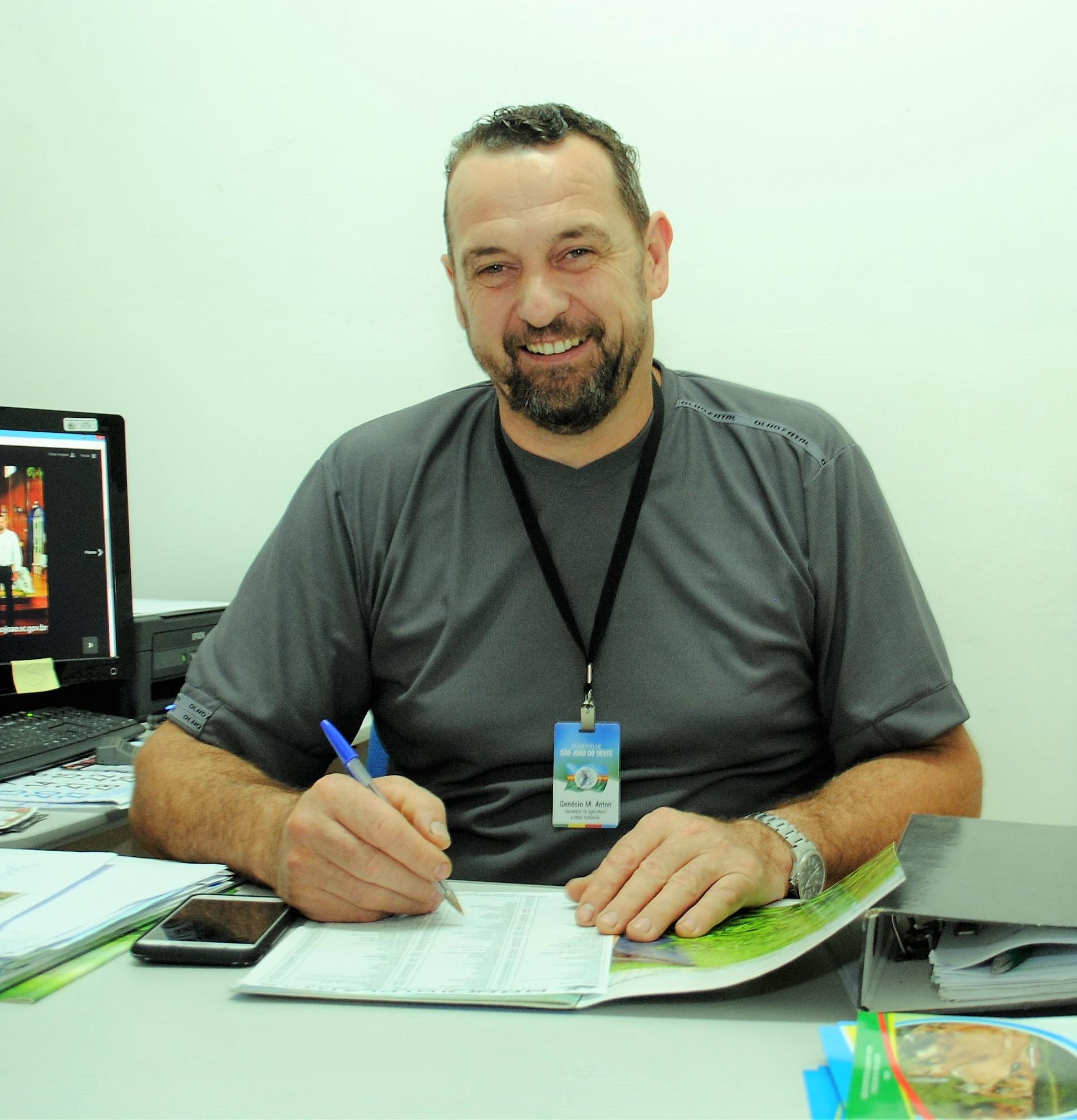 Vice-prefeito assume prefeitura de São João do Oeste
