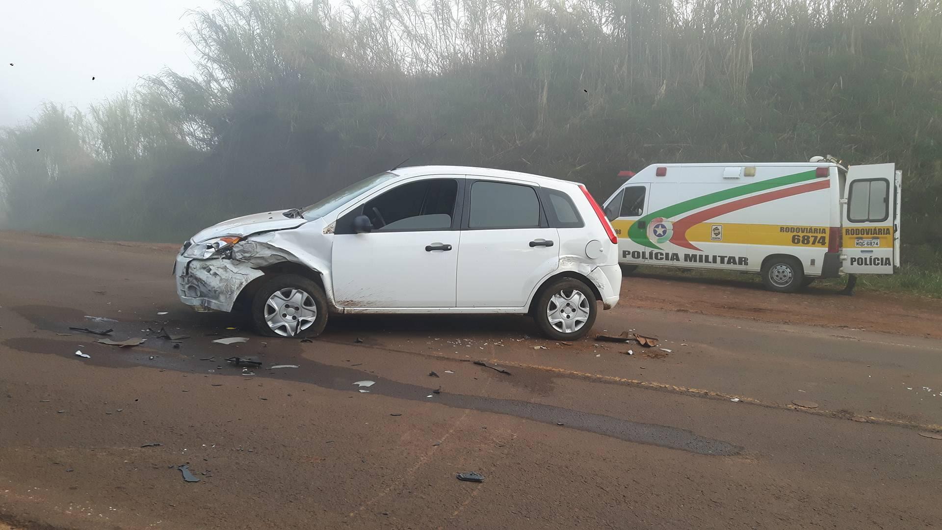 Três pessoas ficam feridas em colisão de três veículos na SC 386