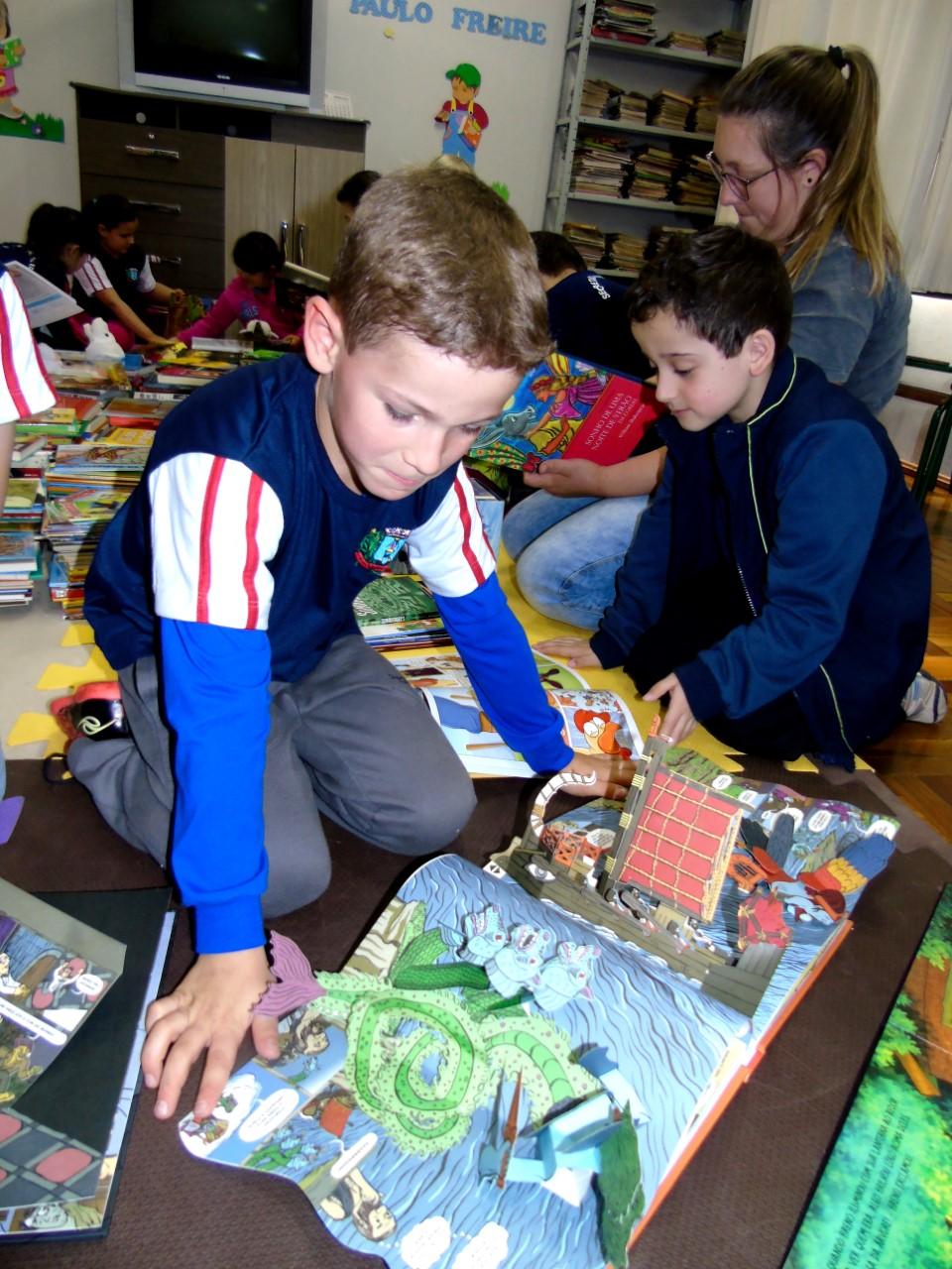 Escolas de Guaraciaba recebem mais de mil livros