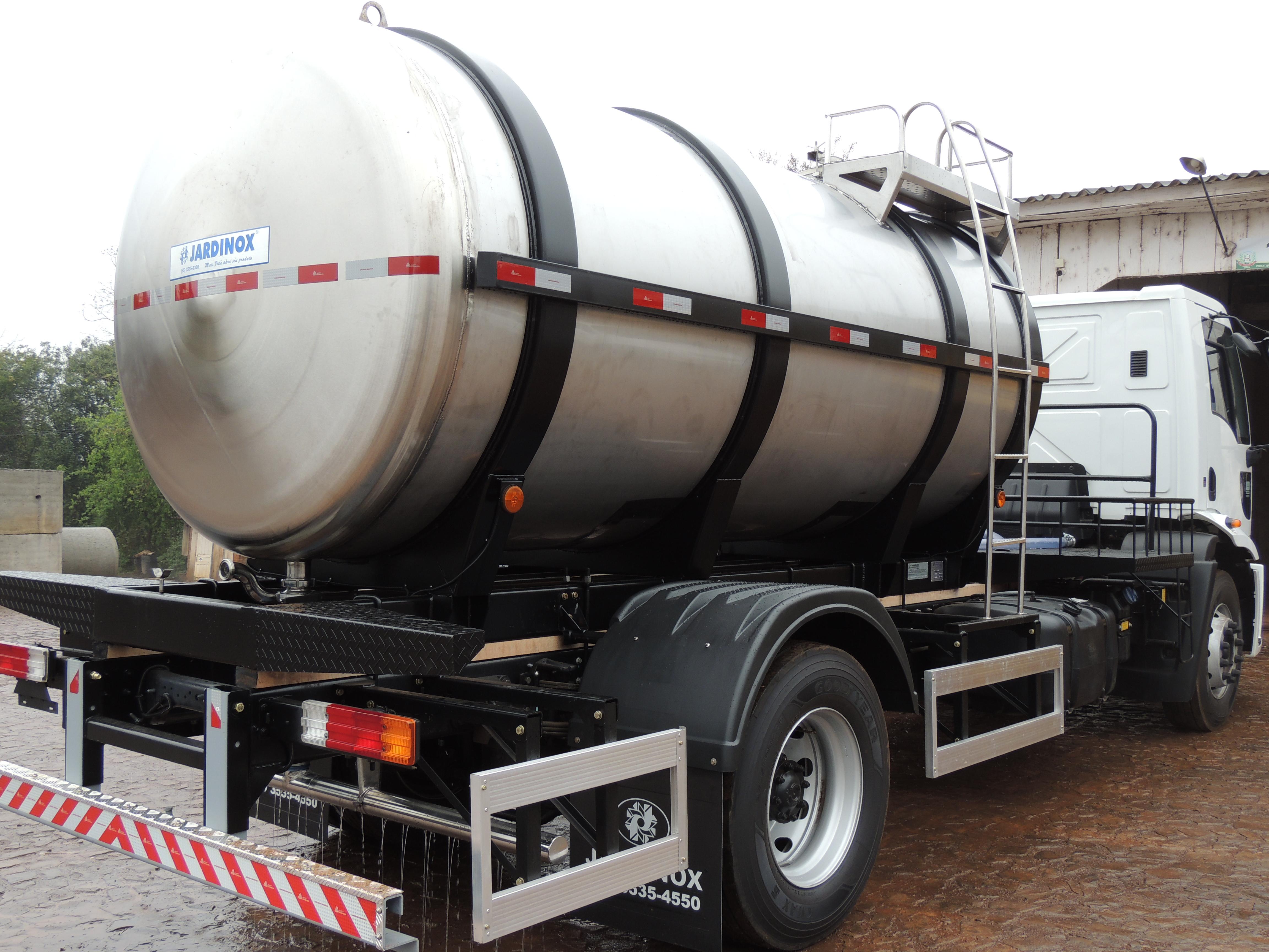 Município de Descanso adquire tanque para transportar água