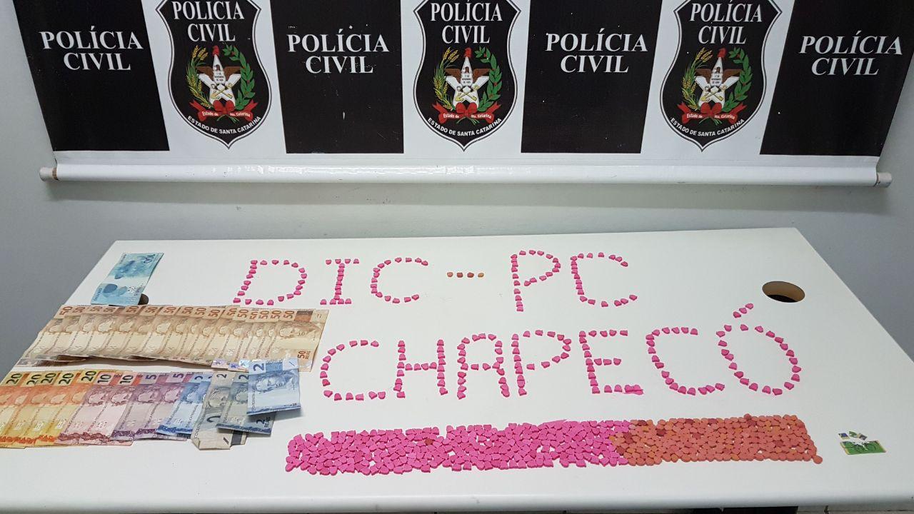 Traficante é preso com quase 700 comprimidos de ecstasy em Chapecó