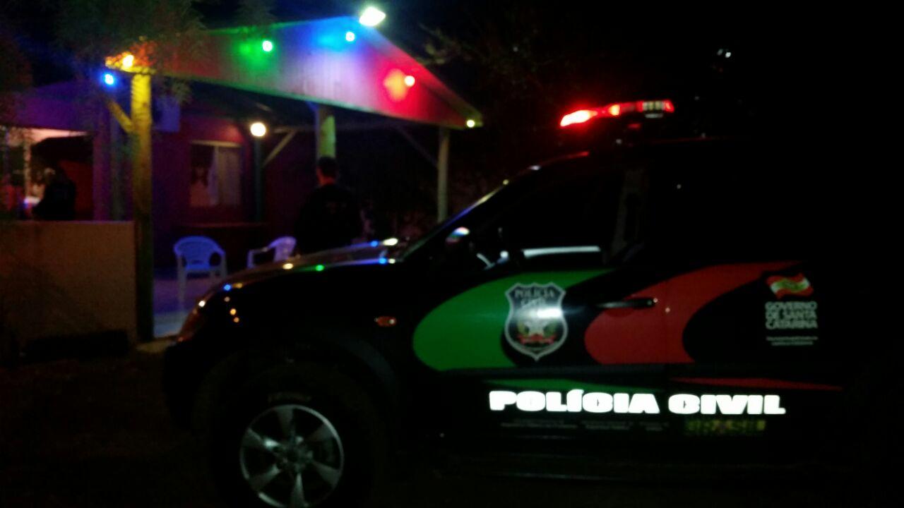 Polícia Civil notifica estabelecimentos irregulares
