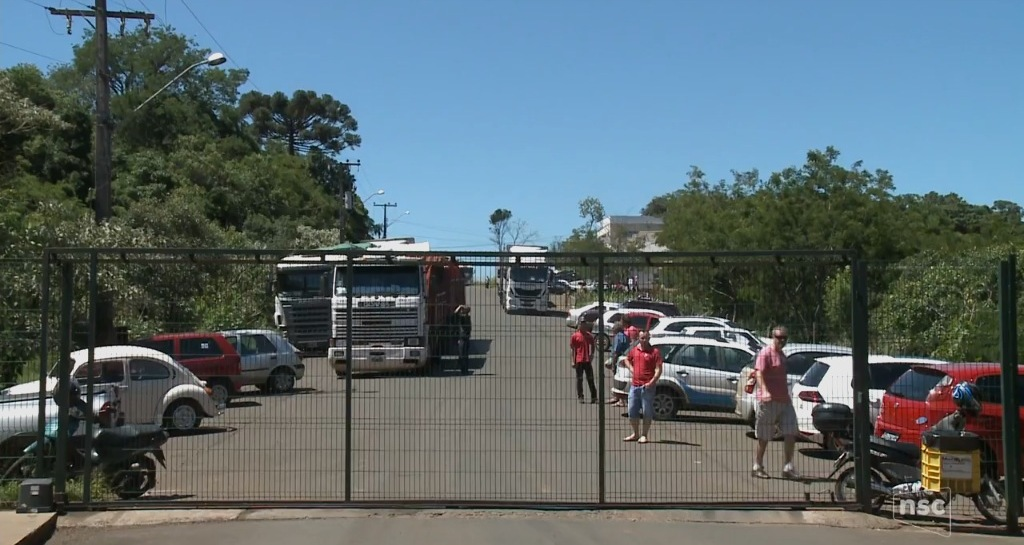 Greve dos auditores atrasa liberação de caminhões na aduana de Dionísio Cerqueira