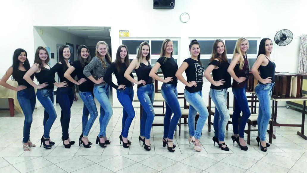 Doze candidatas concorrem ao título de soberana de Guarujá do Sul