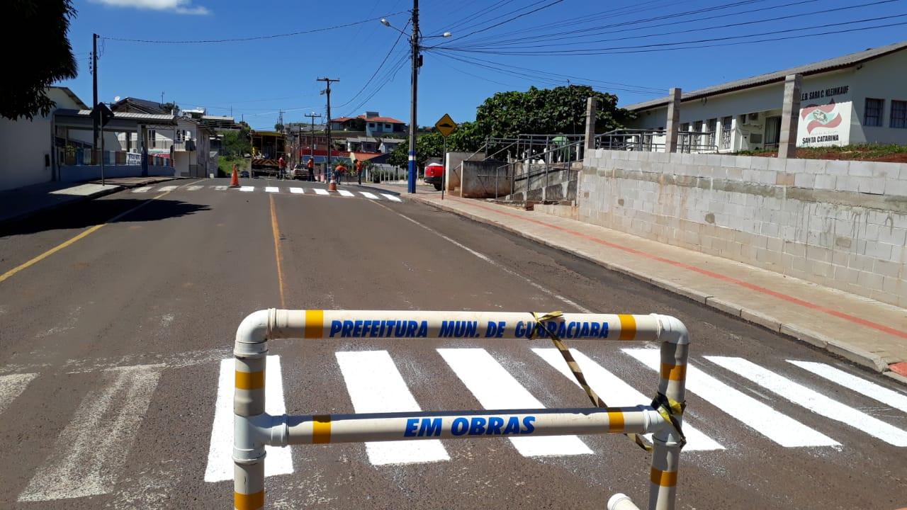 Município de Guaraciaba realiza pintura de faixas em ruas centrais