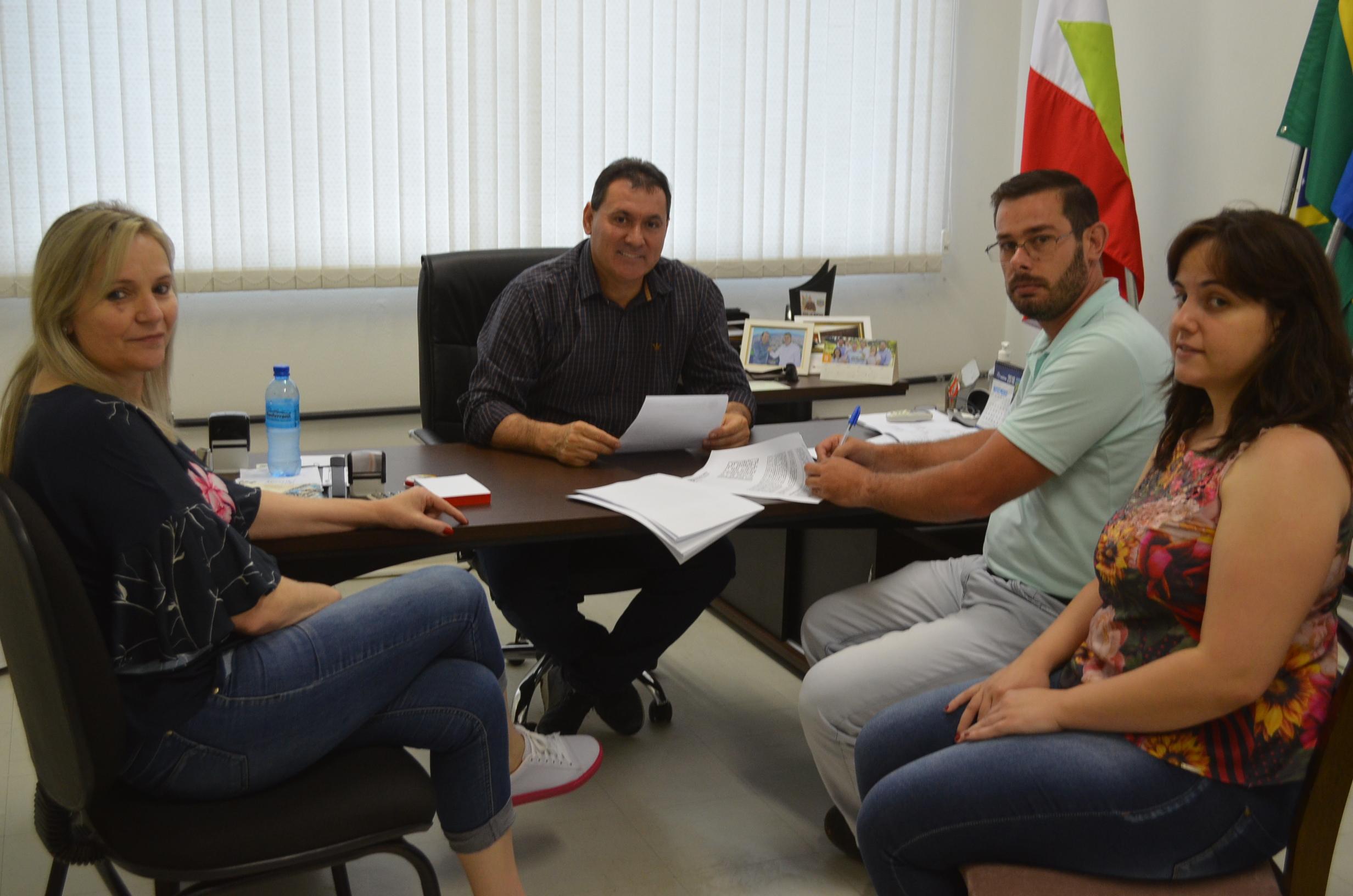 Assinada ordem de serviço para obras no ginásio municipal de Guaraciaba