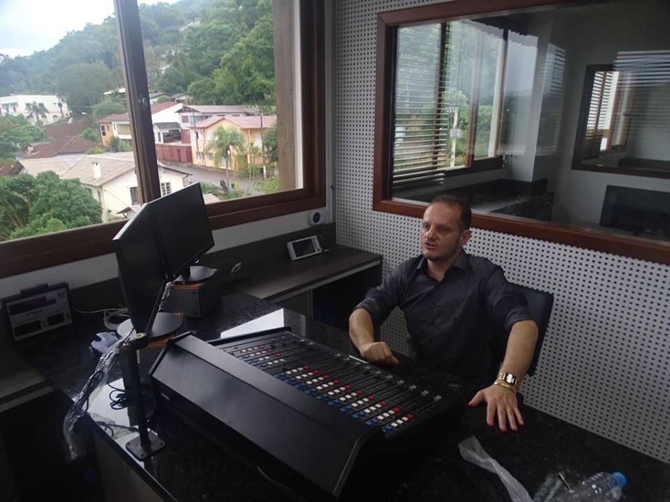 Começam instalações dos equipamentos na Rádio Itapiranga