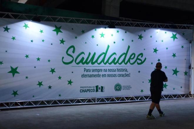 Chapecó se mobiliza para homenagear vítimas de acidente da Colômbia