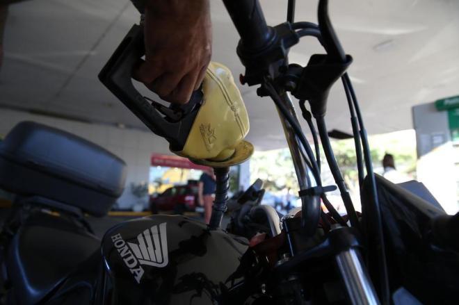 Petrobras reduz preço da gasolina em 2,84%; diesel segue em R$ 2,1016